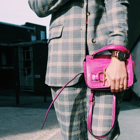 suit, women fashion, neutrals, how to style a suit, suit trends, women trends, ladies suit, pink bag, converse, smart-casual style, stylist, style tips, style advice, fashion blogger